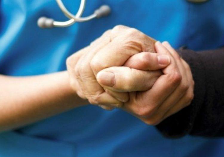 Como cuidar de uma pessoa com doença de parkinson - Amparo Hospitalar